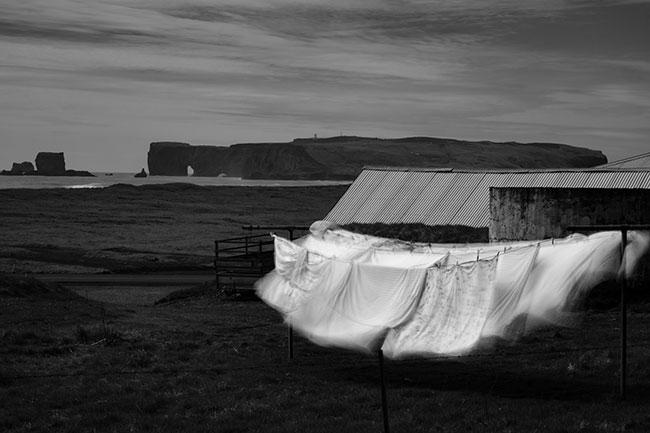 Marc Pollini, visuel de présentation de l'expo : glace en Islande. Photo noir et blanc.